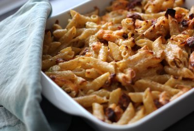 Ovnbagte penne med chorizo og ost